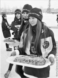 Участников турнира в Мончегорске встречали сладкими пирогами